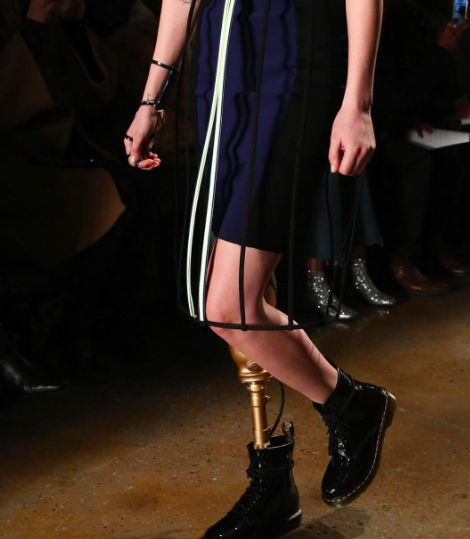 The 28 year old model Lauren Wasser lost her leg, but is back on the runway!