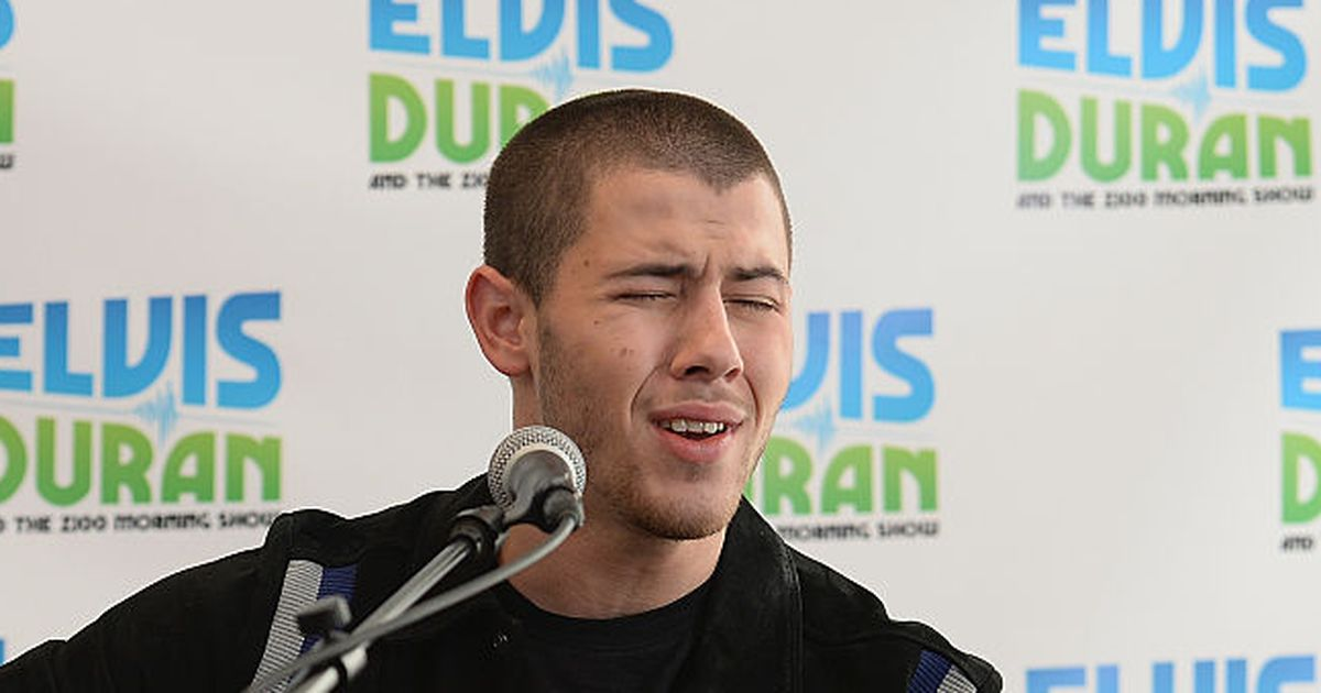 Nick Jonas got an accidental boner at an awards show and it was awkward....
