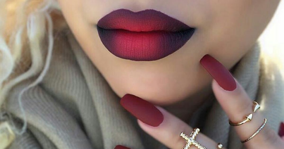 This easy tutorial shows you how to get beautiful ombre lips in minutes