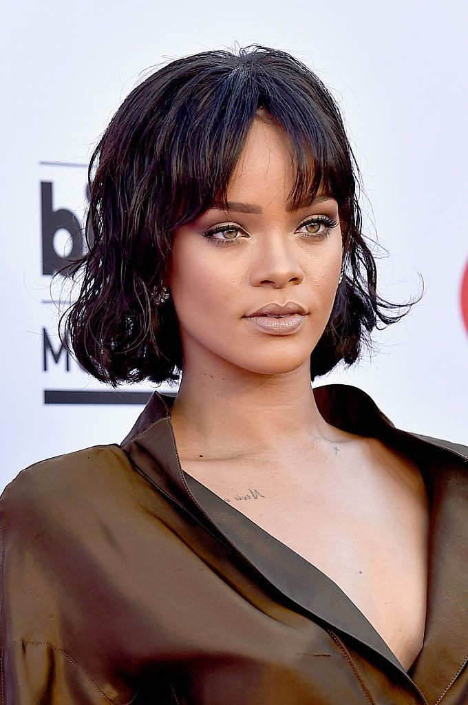 Rihanna was singing onstage, but when this happened she began to sob