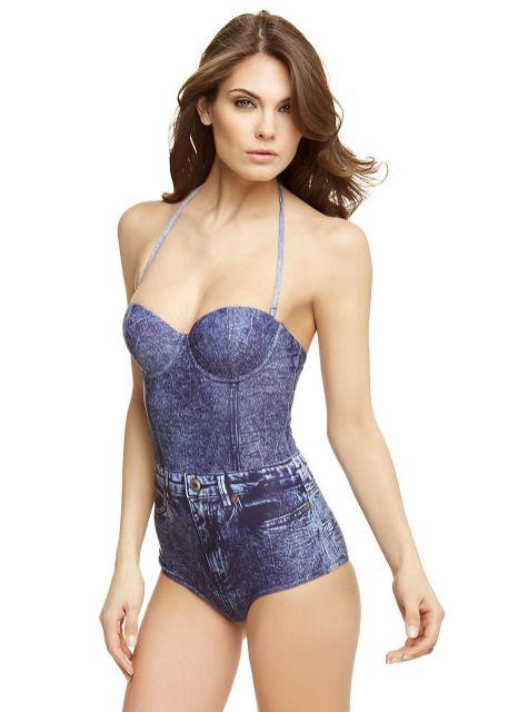 See Selena Gomez in the latest swimwear trend