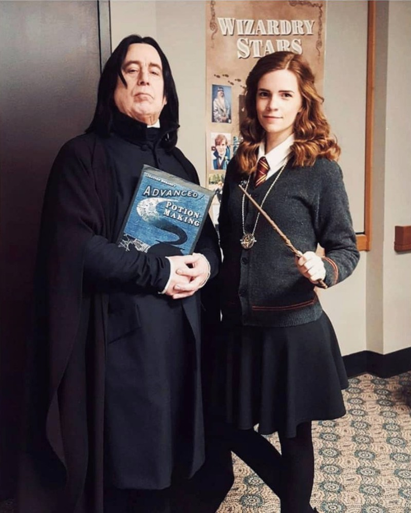 This is an Emma Watson cosplay on a whole new level.