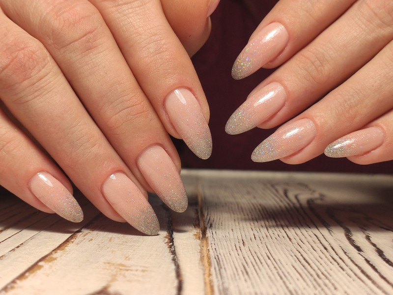 Gel nails can also be removed at home.