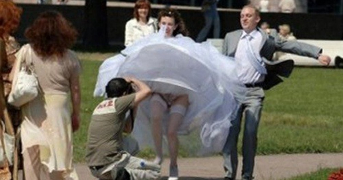 8 weird wedding photos that leave us speechless