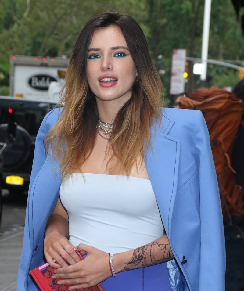 Bella Thorne enjoys wearing makeup, but she also shows herself makeup-free.