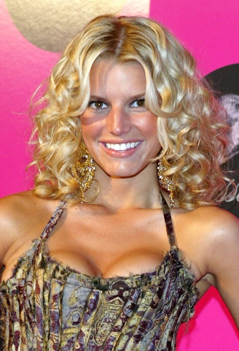 Jessica Simpson wore glossy lips in the 2000s.