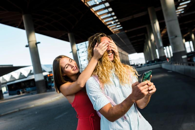 A woman surprises her boyfriend who will dump her.
