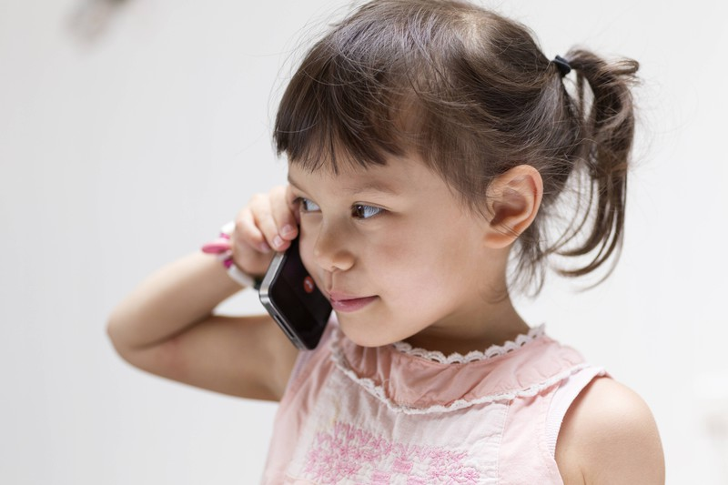 A little girl calls 911 to save her father's life.