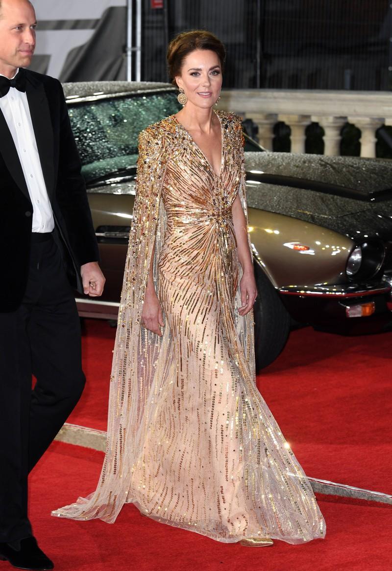 Kate Middleton arrives at the James Bond premiere in a dreamy, golden dress.