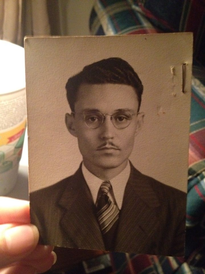 The great-grandfather also looks like an actor.