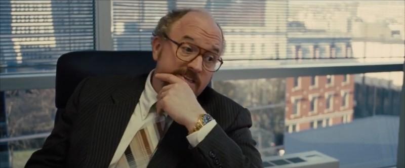 """Louis C. K. trägt in """"American Hustle"""" eine schicke Rolex, die es in den 1970ern noch nicht gab."""