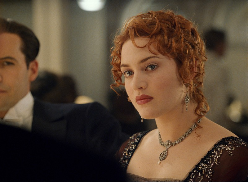 Only attentive viewers notice that Rose's beauty mark moves from cheek to cheek as the movie progresses.