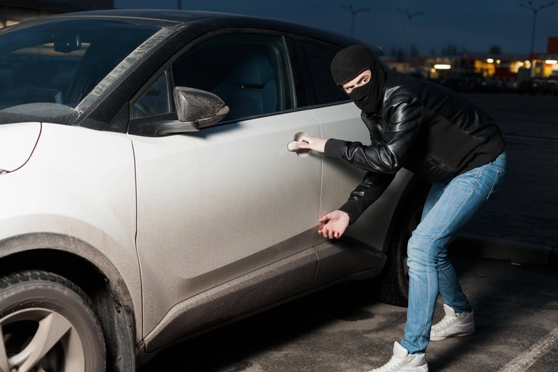 Car thieves can rob you with a simple plastic bottle.
