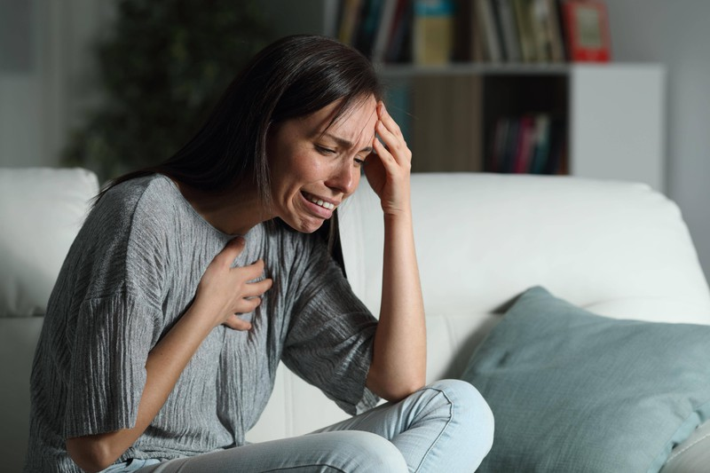 A woman has problems breathing, which could be indicative of a heart attack.