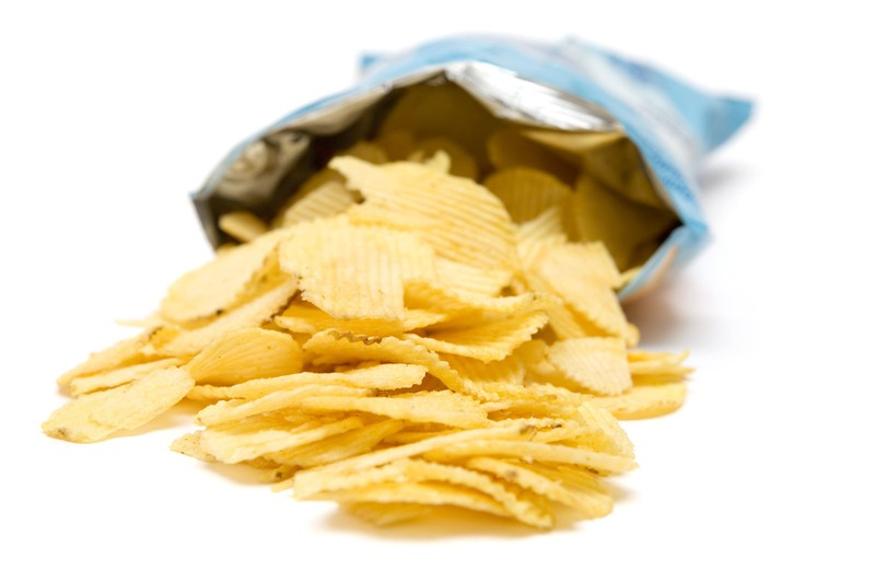 Many people open packages of potato chips and chocolate completely wrong because they don't know this special trick yet.