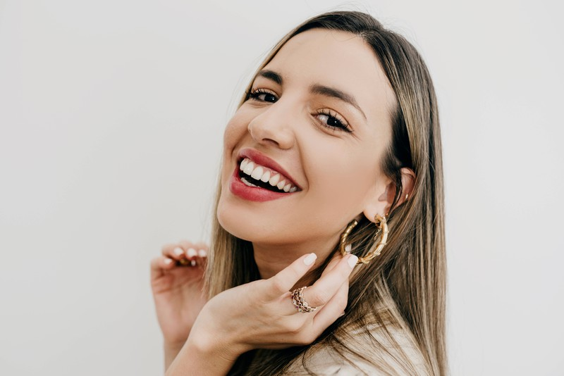 Many people who have piercings know the cheesy smell after wearing earrings.